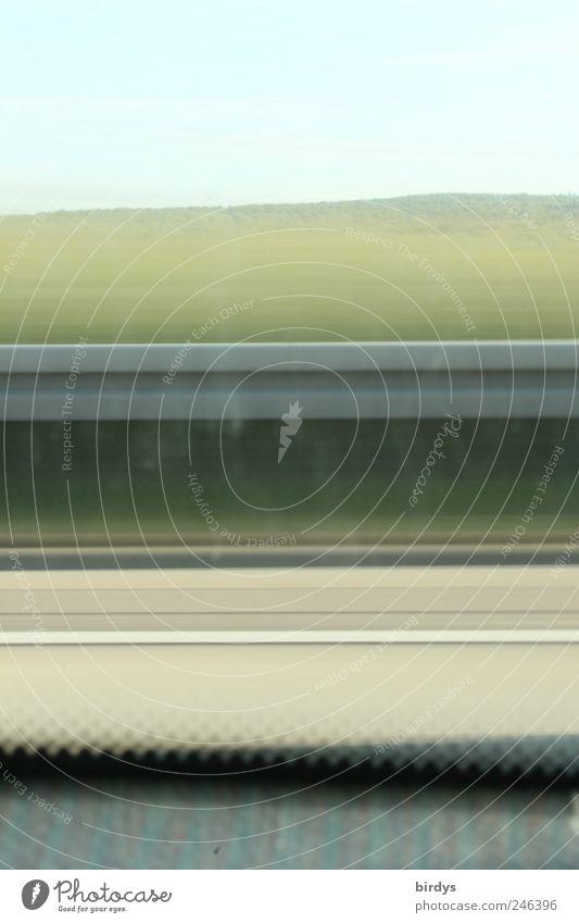 Linientreuer Fensterputzmuffel Sommer Verkehr Autofahren Autobahn Ferien & Urlaub & Reisen Geschwindigkeit Bewegung Fensterplatz Leitplanke Blauer Himmel