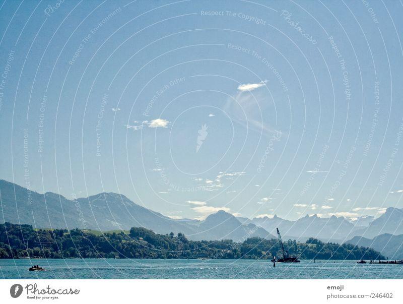 Herz der Schweiz Himmel Wolkenloser Himmel Sommer Schönes Wetter Berge u. Gebirge See blau Vierwaldstätter See Alpen Luzern Farbfoto Außenaufnahme Menschenleer