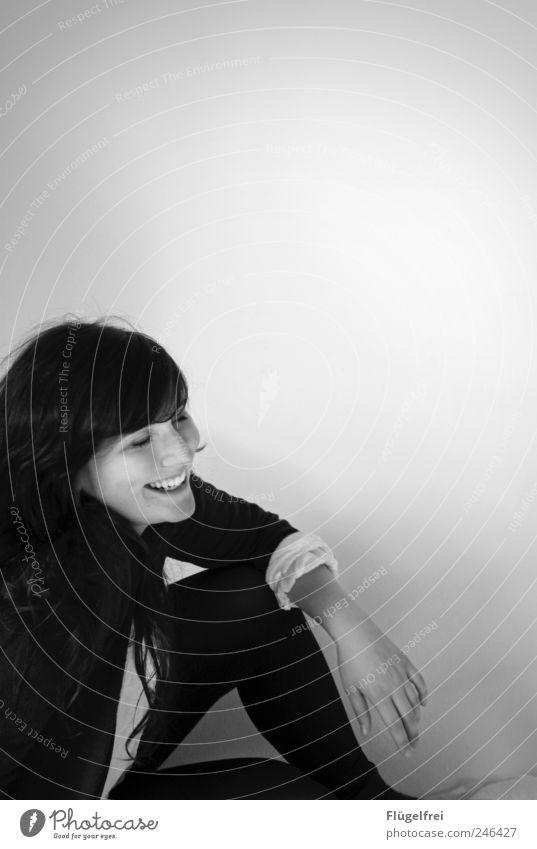 dein Lächeln Mensch Jugendliche Freude feminin Glück lachen Zufriedenheit Arme sitzen Fröhlichkeit natürlich Lächeln Gesichtsausdruck Junge Frau 13-18 Jahre Frau