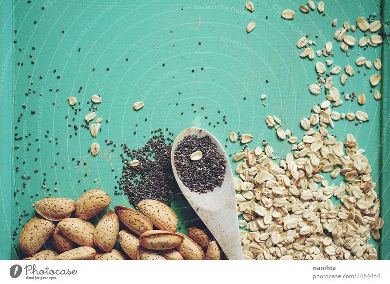 Haferflocken, Mandeln und Chiasamen Lebensmittel Getreide Saatgut Ernährung Bioprodukte Vegetarische Ernährung Diät Löffel Gesundheit Alternativmedizin