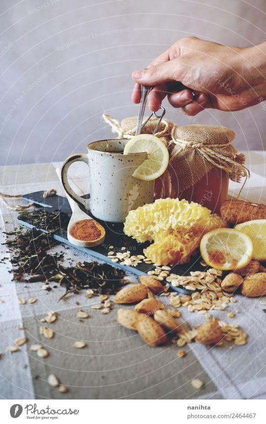 Gesunde Inhaltsstoffe gegen Erkältung Lebensmittel Frucht Getreide Kräuter & Gewürze Zitrone Zimt Honig Wabe Hafer Haferflocken Teepflanze Mandel Ernährung