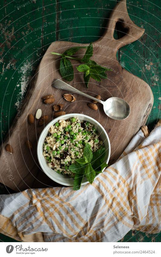 Minzsalat Lebensmittel Gemüse Salat Salatbeilage Kräuter & Gewürze Couscous Minze Minzeblatt Erbsen Mandel Rosinen Ernährung Essen Mittagessen Abendessen