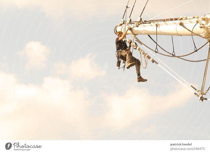 South of Heaven Mensch Mann Erwachsene Luft Stimmung Arbeit & Erwerbstätigkeit Kraft maskulin festhalten Unendlichkeit Hafen Schifffahrt Segeln sportlich Handwerk hängen