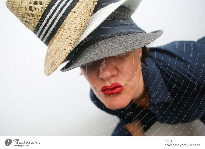 in ist, was getragen wird || Frau Mensch Jugendliche Junge Frau schön 18-30 Jahre Gesicht Erwachsene Lifestyle Leben Stil Mode Mund Hut Lippen Küssen