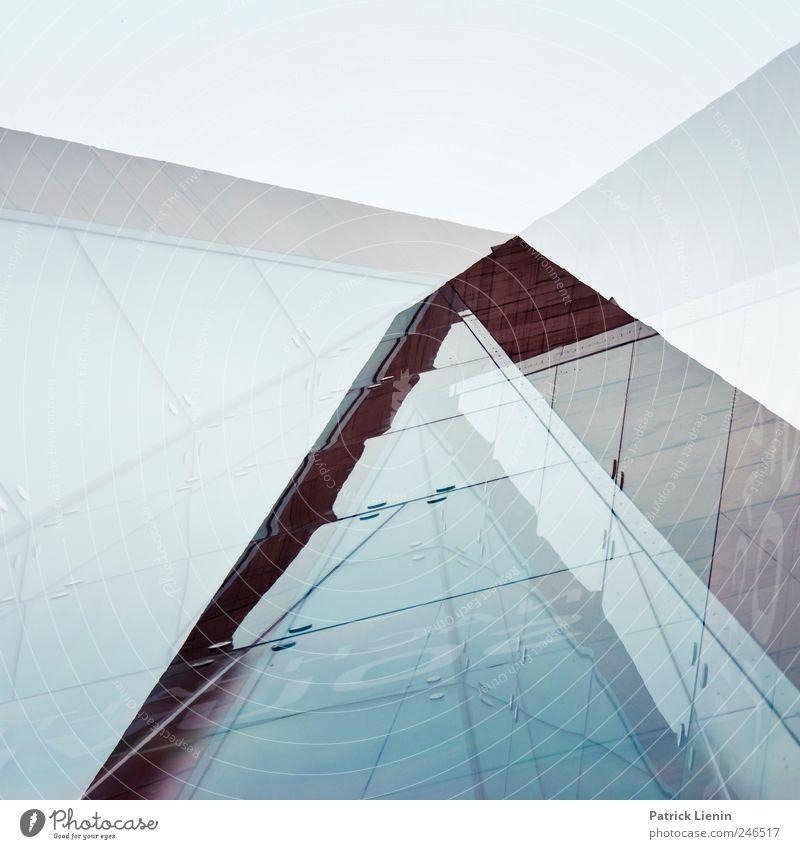 city of delusion Haus Architektur Bewegung Gebäude Zufriedenheit Ordnung Hochhaus ästhetisch planen Perspektive Lifestyle einzigartig Bankgebäude Bauwerk rein