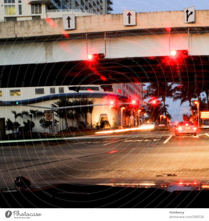 east coast red lights Stadt Straße Gefühle Bewegung Wege & Pfade Gebäude Kunst warten Hochhaus Verkehr Brücke Bauwerk Lebensfreude Verkehrswege Autofahren Ampel