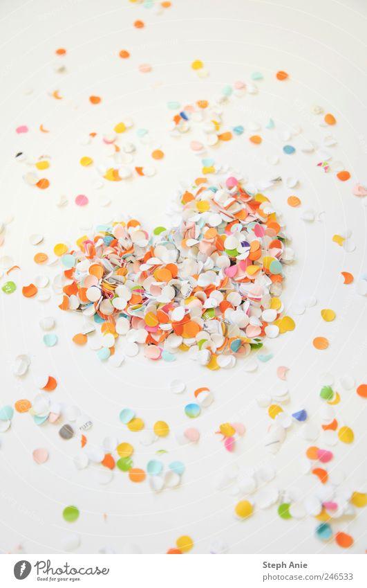 Ein Herz für Konfetti Freude Liebe Glück lustig Stimmung Papier Karneval Lebensfreude Verliebtheit Begeisterung Vorfreude Valentinstag Euphorie