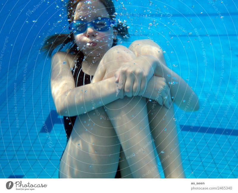 Halt mal die Luft an! Kind Jugendliche Sommer blau Farbe Wasser Freude Mädchen Wärme Gefühle Sport Bewegung Schwimmen & Baden Körper Wetter glänzend