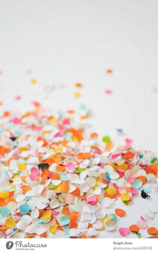 Konfetti Veranstaltung Feste & Feiern Valentinstag Karneval Papier Freundlichkeit Fröhlichkeit mehrfarbig Freude Lebensfreude Studioaufnahme Nahaufnahme
