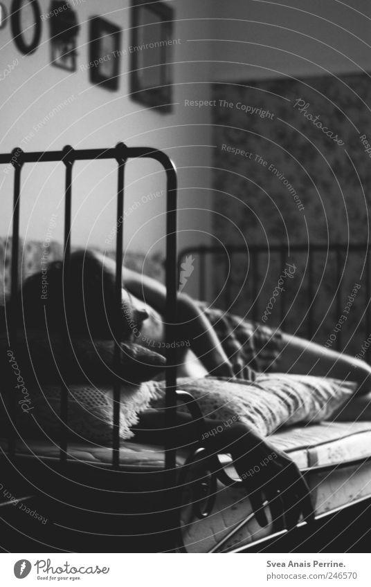 leidkultur. Mensch Jugendliche Einsamkeit Tod Erwachsene Traurigkeit liegen maskulin Trauer einzigartig Bett Sehnsucht dünn Krankheit Schmerz Müdigkeit