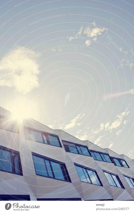 kantig Himmel Mond Haus Hochhaus Bankgebäude Gebäude Architektur Mauer Wand Fassade Fenster eckig blau modern Moderne Architektur Farbfoto Außenaufnahme