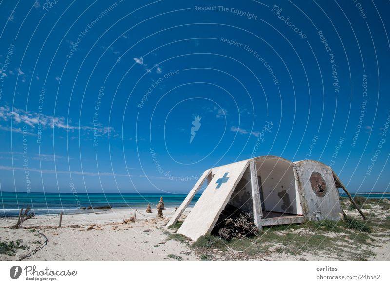 Steinzeit-Camping Urelemente Erde Luft Wasser Himmel Horizont Sommer Schönes Wetter Küste Strand Meer Insel Erholung Schwimmen & Baden ästhetisch blau weiß
