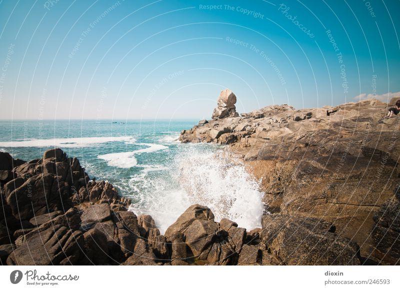 Océan Atlantique Ferien & Urlaub & Reisen Tourismus Ausflug Ferne Freiheit Sommer Sommerurlaub Meer Wellen Himmel Wolkenloser Himmel Schönes Wetter Felsen Bucht