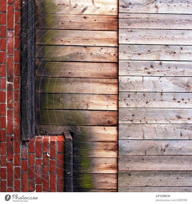 L wie ... Lüneburg Deutschland Europa Kleinstadt Mauer Wand Holz Backstein Zeichen rot Balken Linie außergewöhnlich Farbfoto mehrfarbig Außenaufnahme