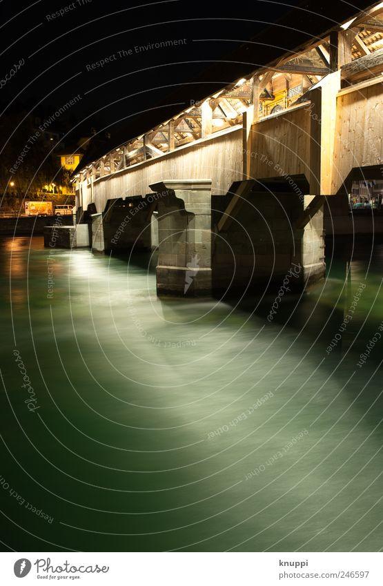 Luzern Ferien & Urlaub & Reisen Tourismus Ausflug Sightseeing Städtereise Sommer Nachtleben Flussufer Brücke Sehenswürdigkeit Wahrzeichen Holz Wasser einfach
