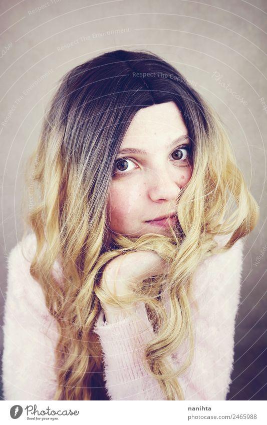 Junge und süße blonde Frau Lifestyle Stil Freude schön Haare & Frisuren Haut Gesicht Wellness Mensch feminin Junge Frau Jugendliche 1 18-30 Jahre Erwachsene