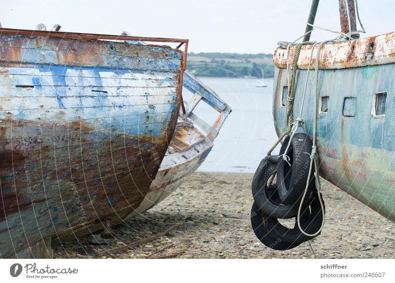 Schicke Fender Meer Wasserfahrzeug Seil Trauer verfallen Rost Verfall Schifffahrt Ruhestand vergessen Segelboot abblättern faszinierend Fischerboot Bretagne
