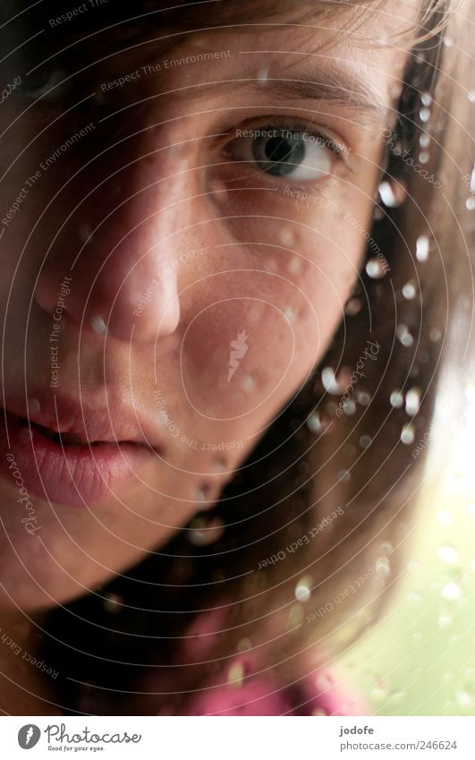 nah Mensch feminin Junge Frau Jugendliche Gesicht Auge Mund 1 18-30 Jahre Erwachsene Aggression Angst Wassertropfen weinen Panik ernst Unglaube Unschärfe