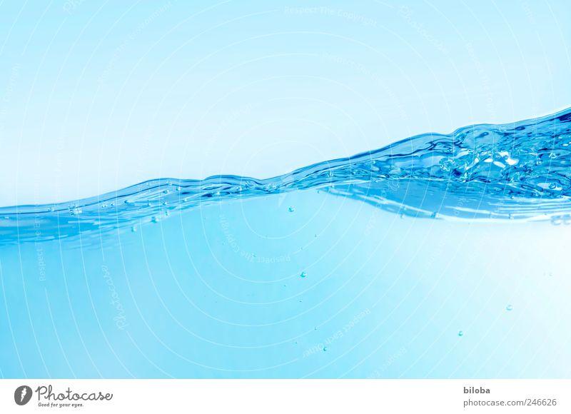 Wellenspiel Wasser blau Freude Sommer Bewegung Glück Hintergrundbild tauchen Urelemente Sauberkeit Flüssigkeit Momentaufnahme Erfrischung liquide Reinheit