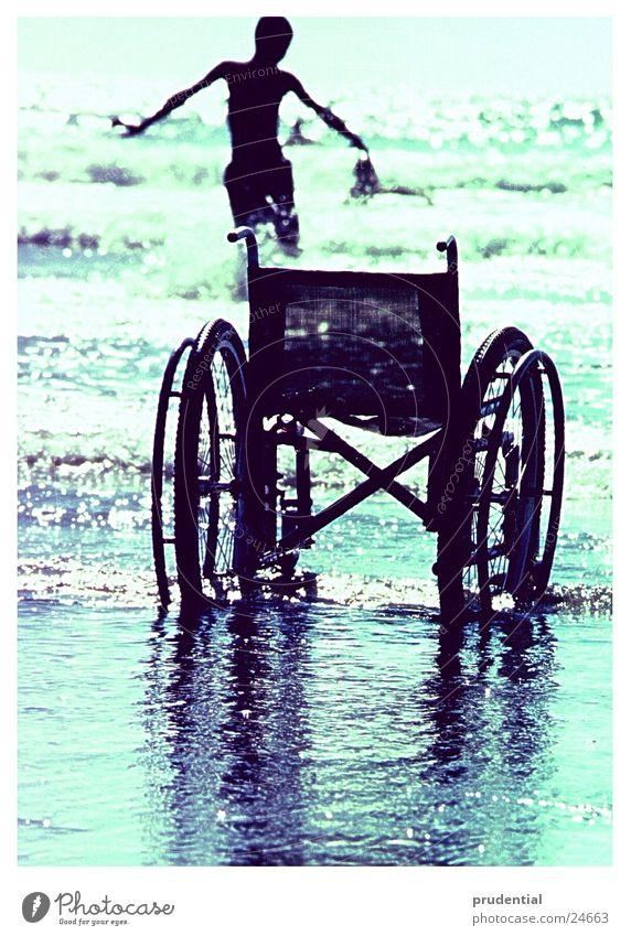 baden gehen Mensch Wasser Wellen Schwimmen & Baden Behinderte Rollstuhl