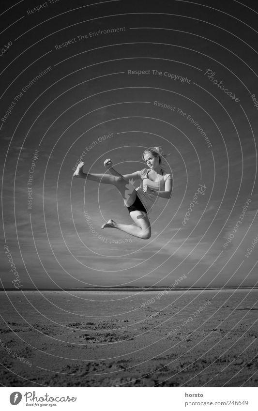 KungFree Mensch Jugendliche Strand Sport springen Sand Küste Erwachsene Gesundheit Kraft Nordsee Fitness sportlich Lebensfreude Sport-Training Leichtigkeit