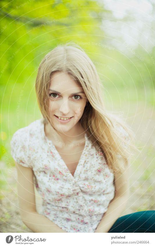 Frau Mensch Jugendliche schön Sommer Gesicht Auge Leben feminin Freiheit Haare & Frisuren Stil Frühling Erwachsene Luft