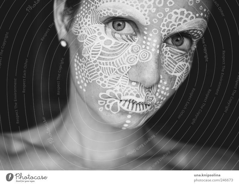 uni.form Design feminin Junge Frau Jugendliche Erwachsene Haut Gesicht 1 Mensch 18-30 Jahre Künstler Gemälde Zeichen Linie verrückt weiß Farbstoff bemalt