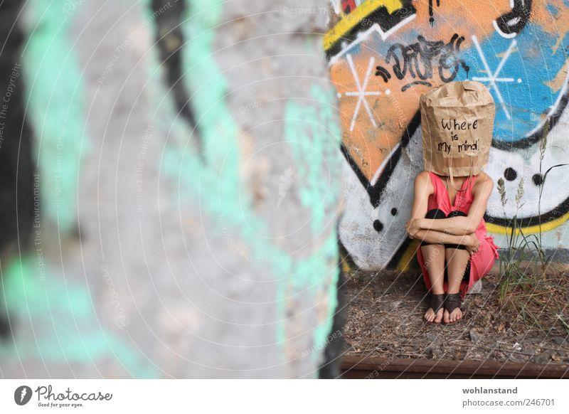 where is my mind? Mensch Frau Jugendliche Erwachsene Graffiti feminin Leben Gefühle grau Traurigkeit Denken Kunst Stimmung Angst 18-30 Jahre Lifestyle