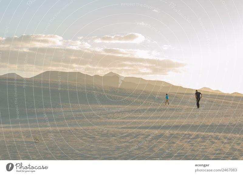 Erkundung der Dünen von Corralejo, Fuerteventura, Spanien Erholung Ferien & Urlaub & Reisen Insel Mensch Familie & Verwandtschaft 2 Sand Wind Bewegung entdecken