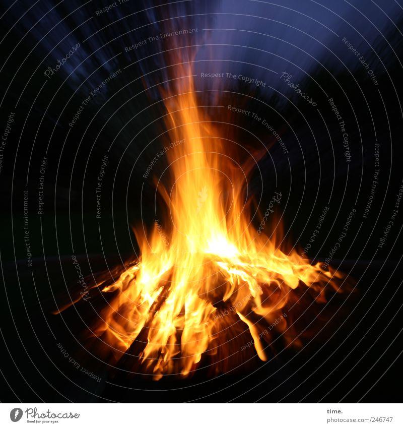 Nachschub für jalas spinner Umwelt Holz hell elegant Brand Feuer ästhetisch bedrohlich Wandel & Veränderung Vergänglichkeit Konzentration Schmerz brennen Lebensfreude Flamme Abenddämmerung