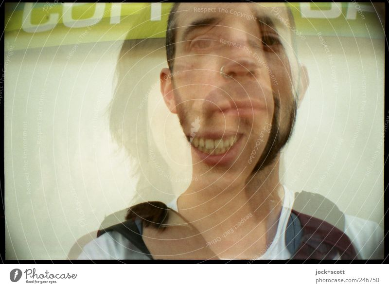 Ein Porträt als gemischtes Doppel Freude Frau Erwachsene Mann Gesicht 2 Mensch Berlin-Mitte Schriftzeichen Denken Lächeln lachen Zusammensein Gefühle Sympathie