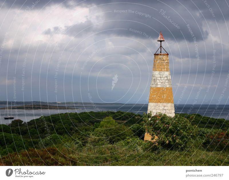 Almos Heimat Himmel Natur weiß rot Ferien & Urlaub & Reisen Meer Wolken Landschaft Küste Wetter Ausflug Sträucher Urelemente Unwetter Segeln Leuchtturm