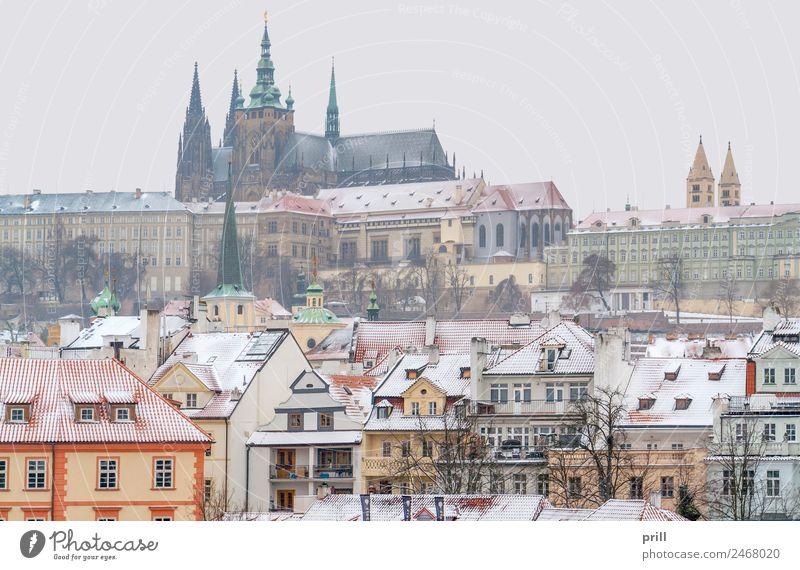 Prague at winter time Winter Schnee Haus Kultur Stadt Hauptstadt Altstadt Burg oder Schloss Gebäude Architektur Fassade alt historisch kalt Tradition Tschechien