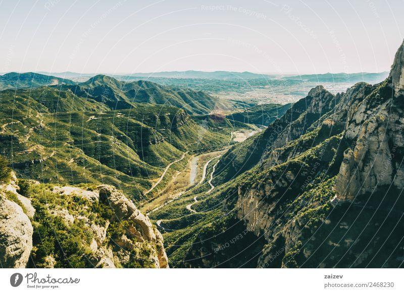 Landschaft mit Blick vom Montserrat in Barcelona schön Ferien & Urlaub & Reisen Tourismus Berge u. Gebirge Umwelt Natur Wald Hügel Felsen Schlucht Stein