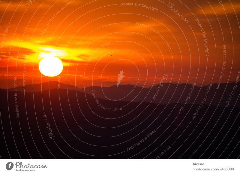 Schönen Abend noch! II Himmel Landschaft Sonne rot Berge u. Gebirge schwarz natürlich Stimmung Horizont Wetter gold Hügel Kitsch Ende Abschied