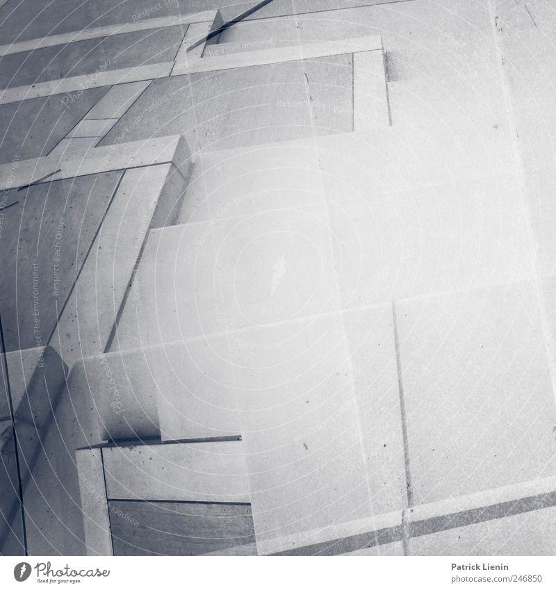 Stolperfalle alt dunkel grau Bewegung Kunst Platz Treppe modern leer außergewöhnlich unten geheimnisvoll Kontakt Vergangenheit trashig skurril