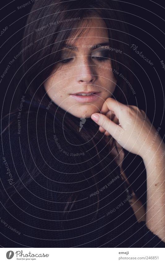 coming home feminin Junge Frau Jugendliche Kopf Gesicht 1 Mensch 18-30 Jahre Erwachsene schön Farbfoto Innenaufnahme Studioaufnahme Textfreiraum unten