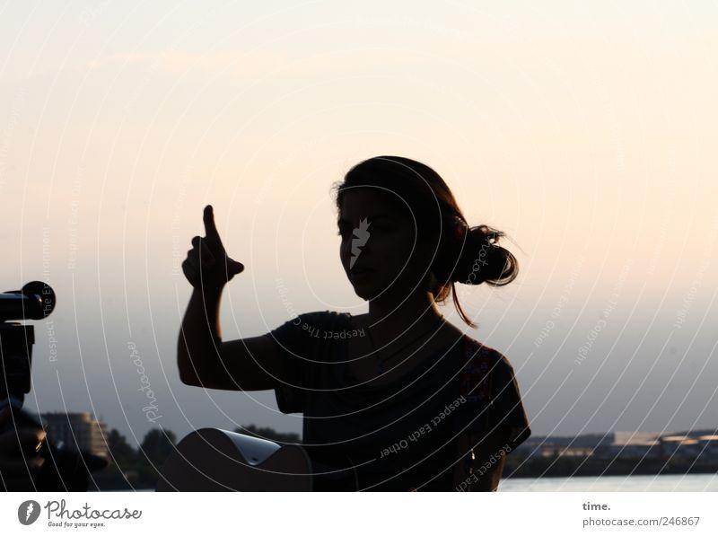 Stella Cruz   Wrong Direction Frau Mensch feminin Kopf Haare & Frisuren Stimmung Erwachsene Arme Horizont Hafen Gitarre langhaarig Mikrofon zeigen Junge Frau