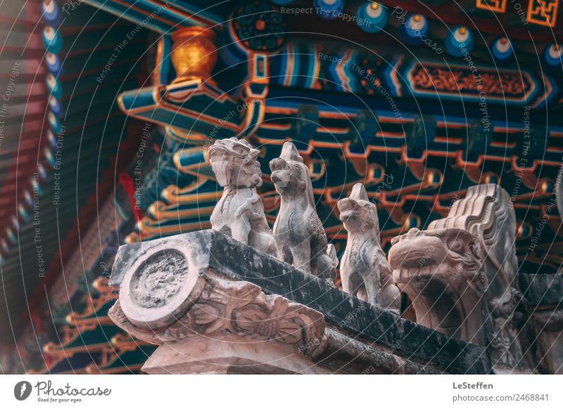 Schmuck Statuen Tempel Gubeikouzhen Kunstwerk Skulptur Architektur China Asien Dorf Menschenleer Dach Sehenswürdigkeit Denkmal Stein alt ästhetisch authentisch