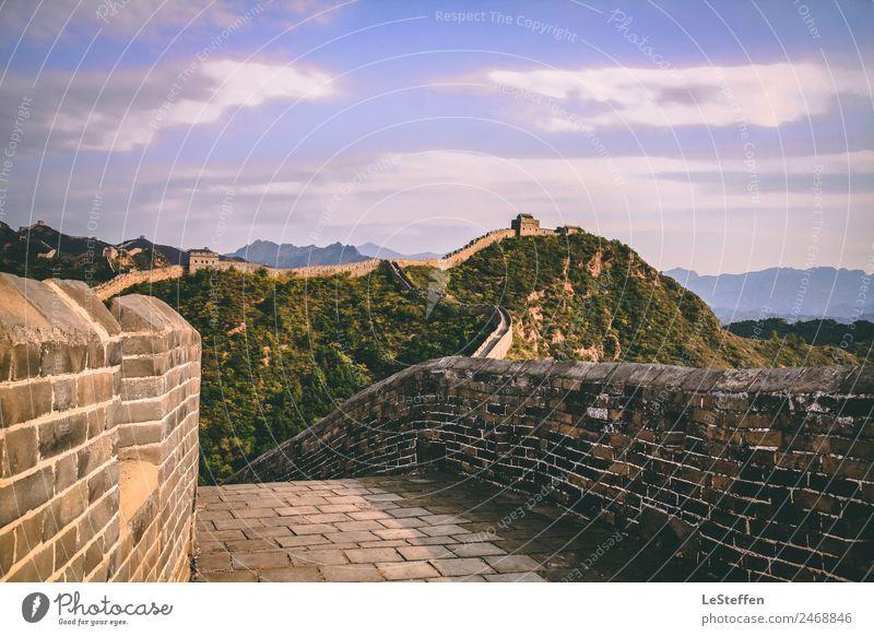 Chinesische Mauer Architektur Umwelt Natur Himmel Wolken Sonnenlicht Sommer Schönes Wetter Baum Menschenleer Wand Sehenswürdigkeit Wahrzeichen Stein alt