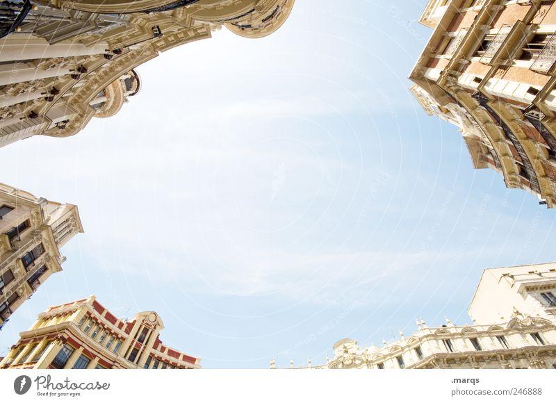 Centro Urbano Himmel alt Ferien & Urlaub & Reisen Haus Architektur Gebäude hell elegant Fassade groß Lifestyle Perspektive Häusliches Leben Macht Kultur