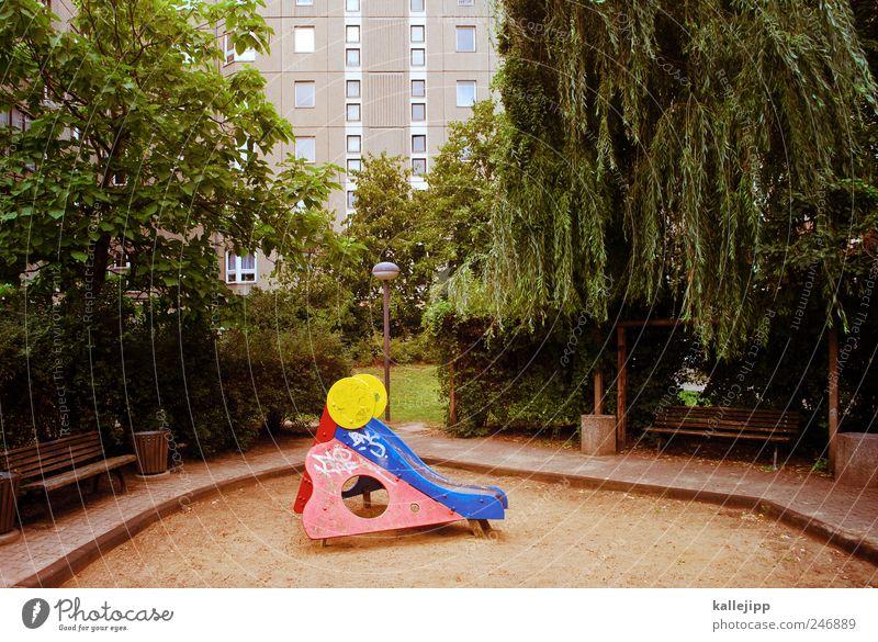 playground Freizeit & Hobby Spielen Baum skurril Spielplatz Rutsche Sandkasten Hochhaus Berlin Stadt Park Bank Farbfoto Außenaufnahme Menschenleer Licht