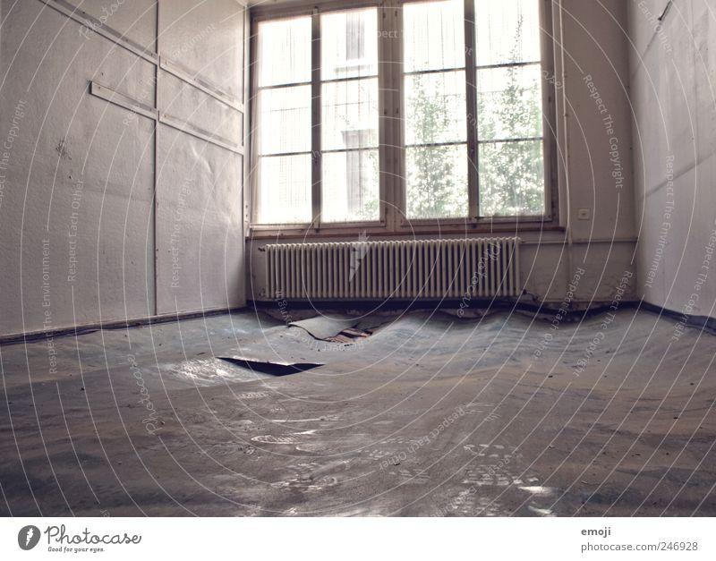 Flutwelle alt Haus Wand Fenster Mauer Raum dreckig leer Boden Bodenbelag verfallen Verfall Heizung Industrieanlage HDR morsch