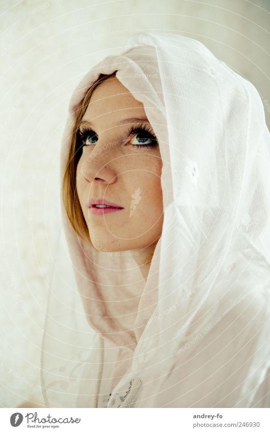 Sehnsucht Frau Mensch Jugendliche schön Gesicht Auge feminin Gefühle träumen Denken Erwachsene Stimmung Hoffnung Stoff