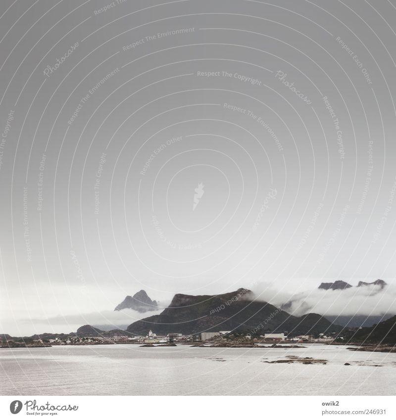 Svolvær Himmel Natur Stadt Meer Ferien & Urlaub & Reisen Wolken Ferne Haus Freiheit Landschaft grau Umwelt Küste Horizont Ausflug Felsen