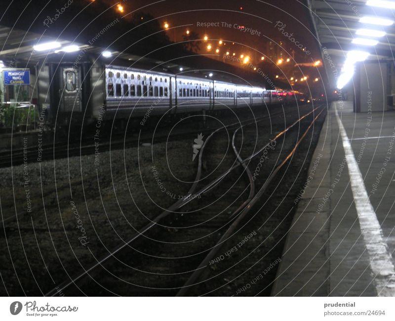 wohin geht die reise 2 Singapore Eisenbahn Sehnsucht Fernweh Nacht Langzeitbelichtung dunkel Erfolg Bahnhof malayan railway Ferien & Urlaub & Reisen