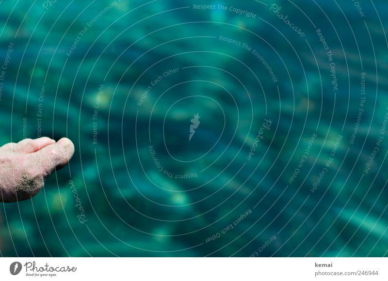 Sandfuß Ferien & Urlaub & Reisen Sommer Sommerurlaub Sonnenbad Meer Mensch Fuß Zehen 1 Wasser sitzen blau grün Farbfoto Tag Licht Kontrast Sonnenlicht Unschärfe