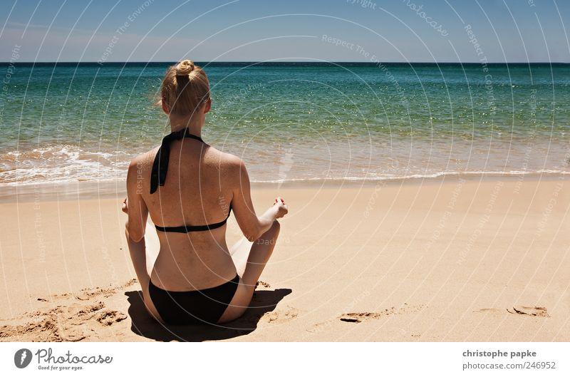 Bald ist wieder Urlaub Mensch Jugendliche Ferien & Urlaub & Reisen Strand Meer ruhig Einsamkeit Erholung feminin Erotik Erwachsene Wellen Zufriedenheit blond