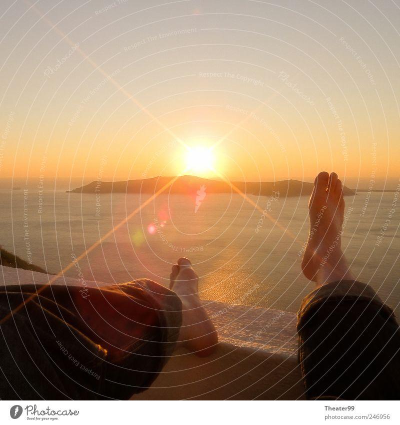 Happy Feet Mensch Sonne Meer ruhig Erholung Fuß Insel Gelassenheit Schönes Wetter Griechenland Santorin Füße hoch