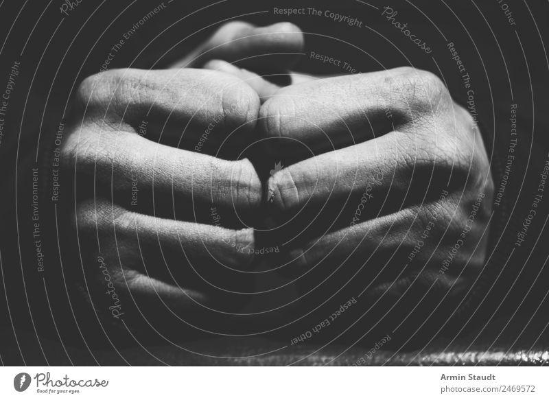 ruhende Fäuste Mensch schön Hand Erholung ruhig Lifestyle Leben Stil Zusammensein Stimmung Design paarweise liegen Kraft Haut Macht
